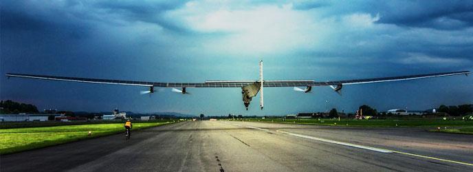 Avión Solar Impulse 2 durante su primer vuelo de prueba